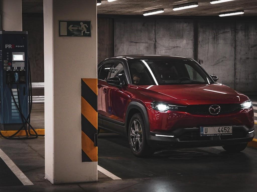 Rozhovor sMartinem: První dojmy sMazdou MX-30 aneb i elektromobil může být řidičsky zajímavý