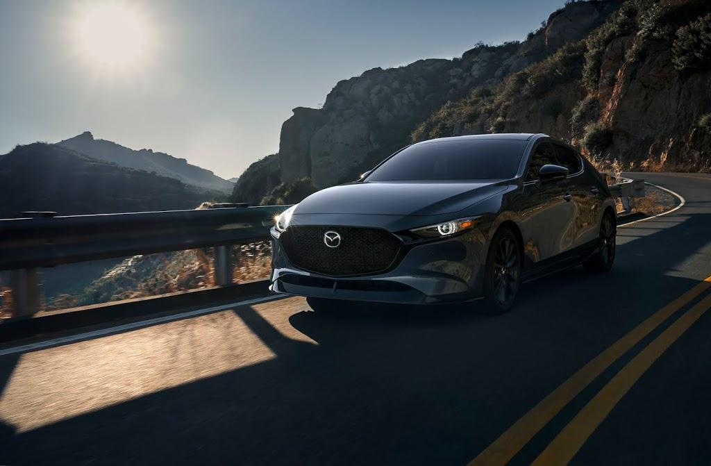 Mazda 3 Turbo není hot hatch, přesto jim zatopí. Chlubí se zrychlením pod 6 sekund