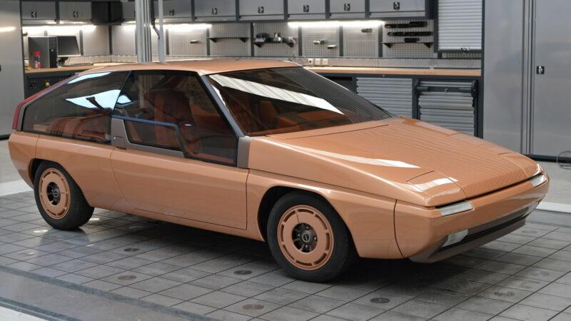 Mazda nechala zrenovovat úplně první MX, Bertoneho kupé MX-81